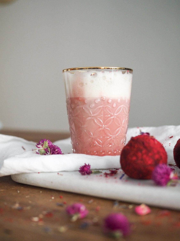 bliss balls eli voimapallot ja pink latte eli punajuurilatte